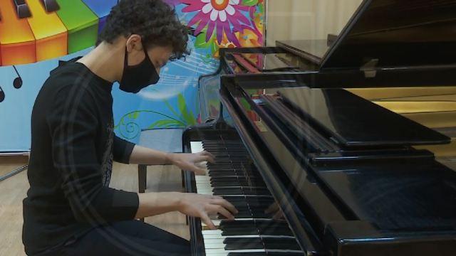 Видео: Костанаец Батыржан Танкеев взял Гран-при на республиканском конкурсе музыкантов