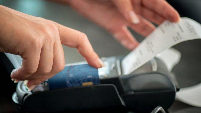 По 1000 тенге хотят выплачивать за сообщения о невыдаче чека при покупках жителям Казахстана