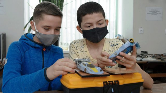 «Главное – чтобы полетел»: Детей обучают делать своими руками самолёты, авто и суда в Костанае