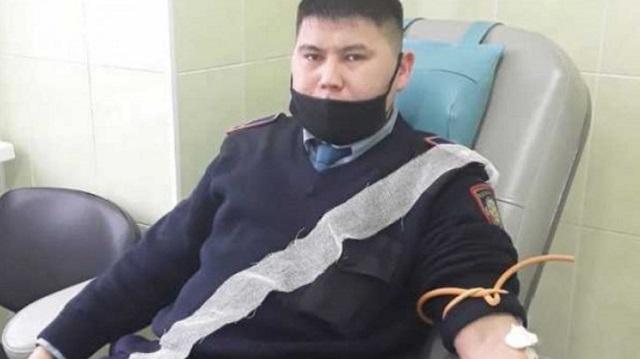 Двадцать стражей порядка из города Тобыл сдали кровь