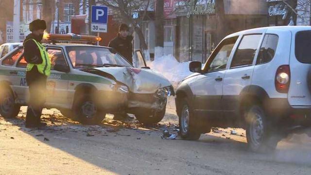 Автомобиль пультовой охраны попал в аварию в центре Костаная