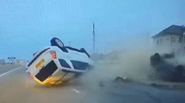 «Не поделили перекресток»: Момент страшного ДТП в Актау попал на видео