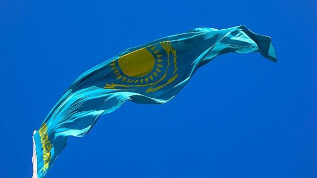 Видео: Флаги Казахстана принесли на митинг в поддержку Навального