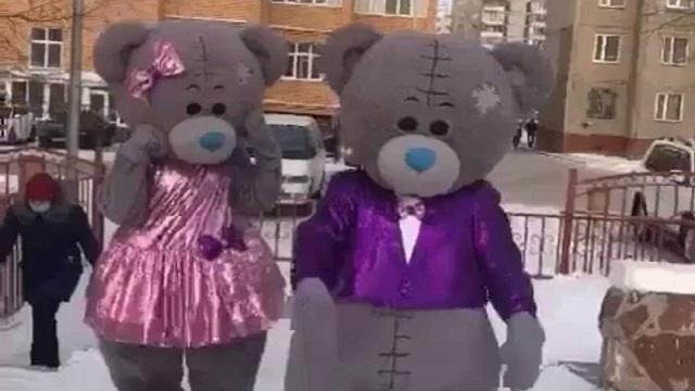Видео: Мишки Тедди из Караганды проголосовали на выборах