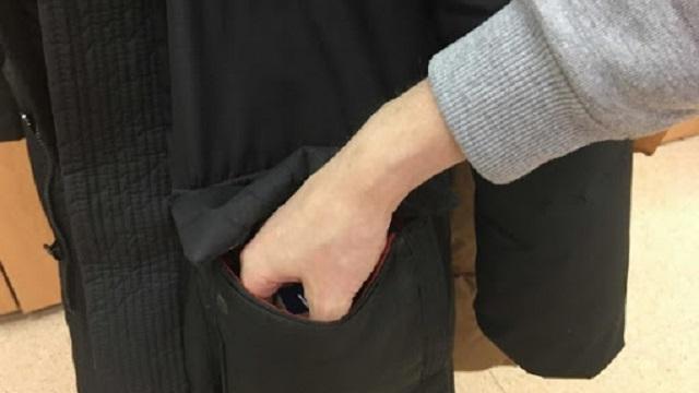 «Повезло так повезло»: Мужчина украл в храме куртку c полумиллионом рублей в кармане