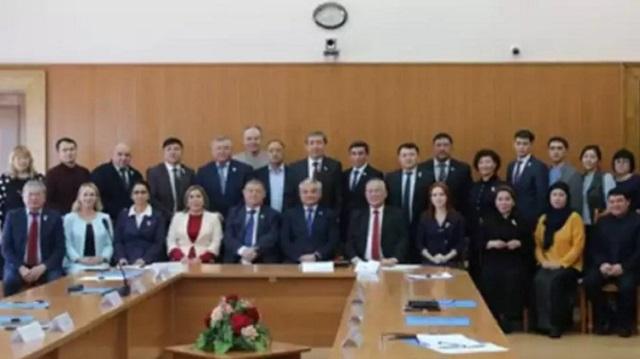 «Лайфхак от депутатов»: Скандальное фото без масок прокомментировали в маслихате Семея