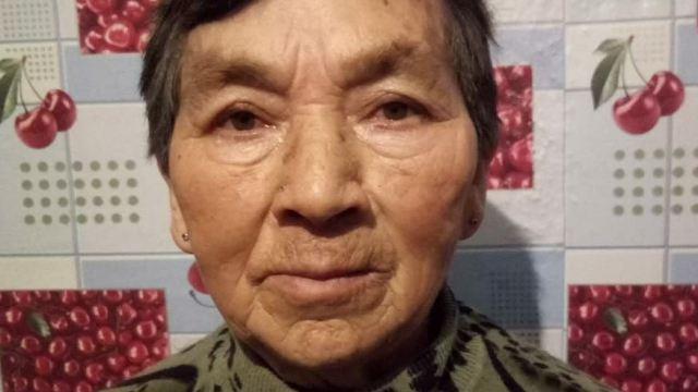 Видео: Как пенсионерка помогла вызволить скорую помощь из снежного заноса в Казахстане