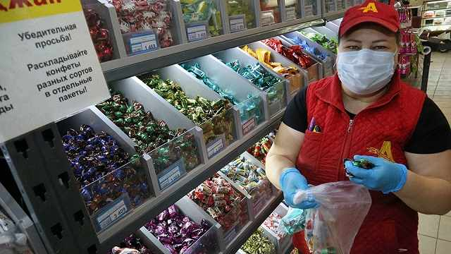 «Ради общения с людьми»: Продавец из Костаная рассказала, как получать удовольствие от своей работы