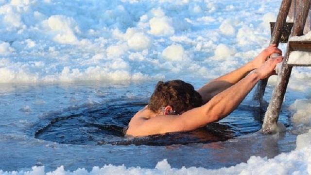 Санврач ВКО призвал быть на крещенских купаниях обязательно в масках