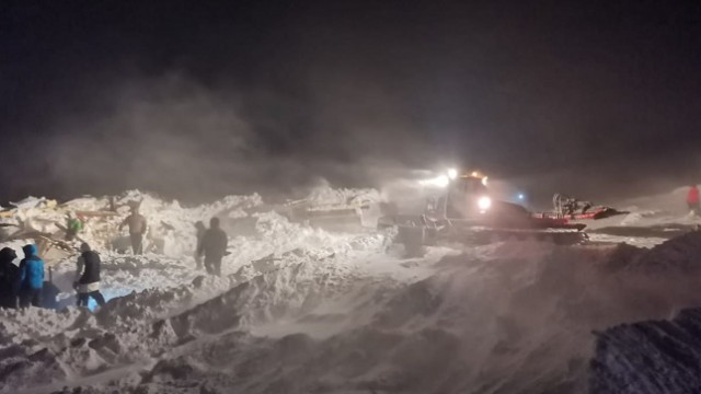 Лавина накрыла горнолыжный курорт в Норильске. Кадры с места