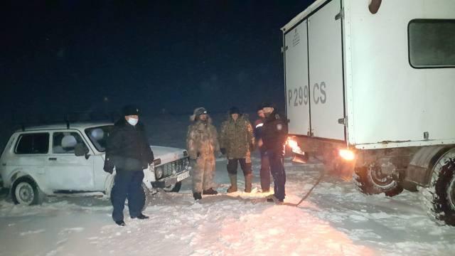 Горе-рыбаков из Северного Казахстана спасли полицейские в Костанайской области