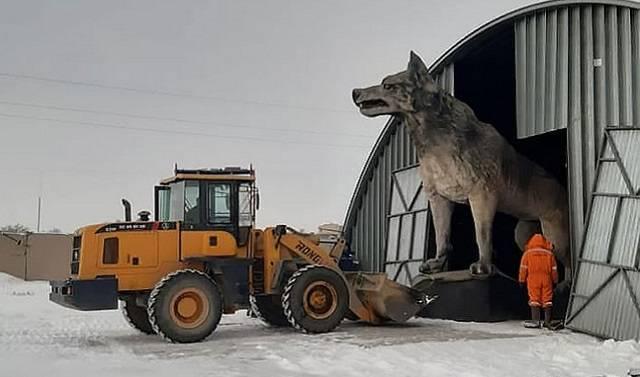 В Казахстане установили памятник волку