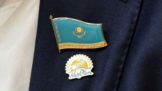 «Это золото»: Информацию о депутатском значке за 300 000 тенге прокомментировал Айдос Сарым