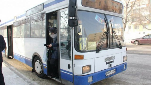 «Штраф 6000 тенге»: Стражи порядка обходят автобусы в Костанае