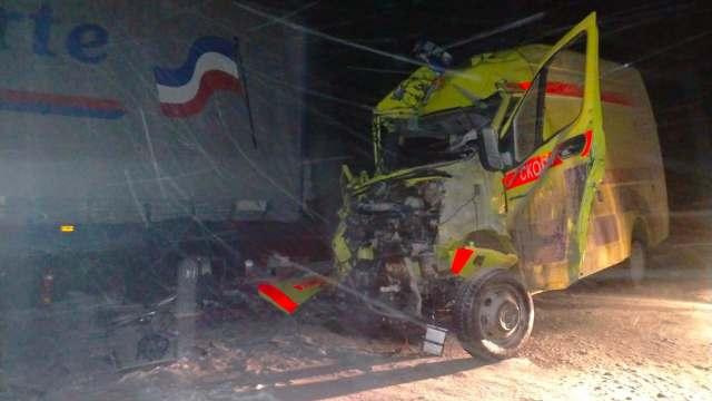Видео: Сотрудники скорой помощи погибли при ДТП с грузовиком в Восточном Казахстане