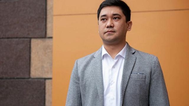 «Как две капли»: Врач из Казахстана оказался двойником президента Кыргызстана Садыра Жапарова