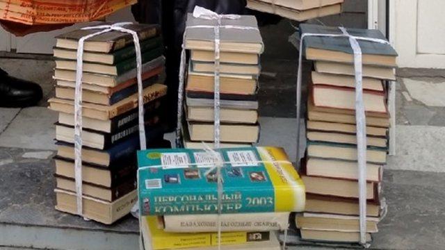 «Вторая жизнь»: 500 книг передала библиотека имени Толстого в следственный изолятор Костаная
