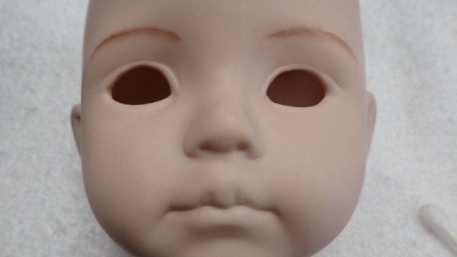 Убитому горем мужчине отдали хоронить кукол вместо умерших близнецов