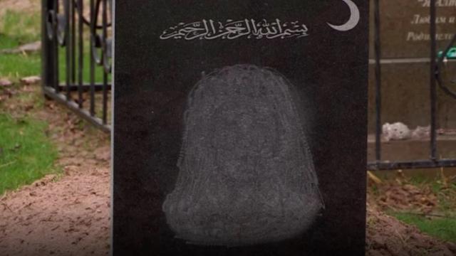 «Ангелы не прилетят»: Портреты убирали с памятников на мусульманском кладбище в Казахстане