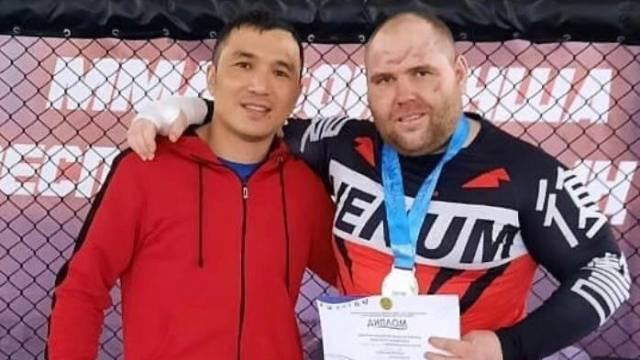 Боец ММА Денис Плехов из Костаная вышел на финал в октагон со сломанной рукой