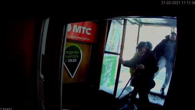 Пожилого инвалида пнул в спину неадекват из Кирова