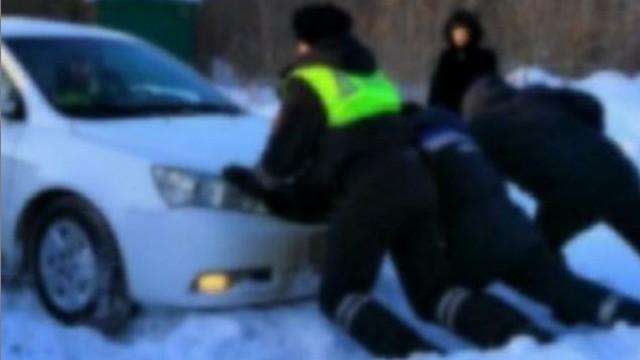 «Имён не спросили»: Автоледи поблагодарила стражей порядка за помощь в Костанайской области
