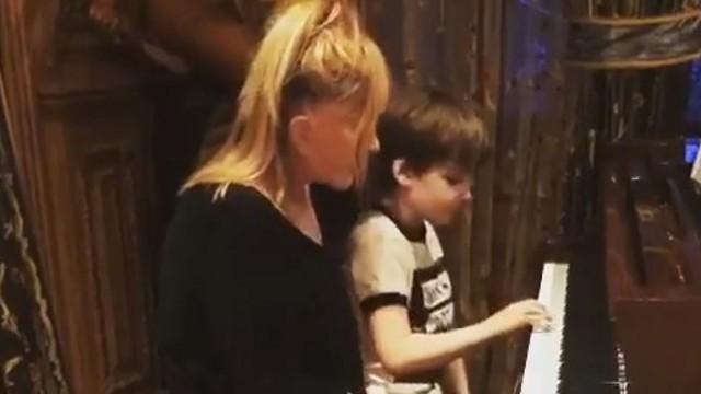 Видео: Сыгравшая с сыном на рояле Алла Пугачёва шокировала поклонников