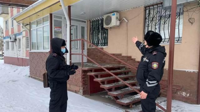 Двое мужчин ночью ограбили кафе в Рудном. Далеко уйти не удалось