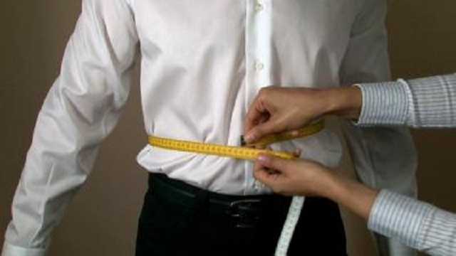 Госслужащих заставили измерить объем талии перед выходом на работу