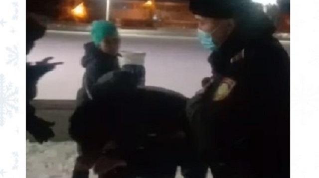 Полицейского уволили за потасовку с жителем в Житикаре