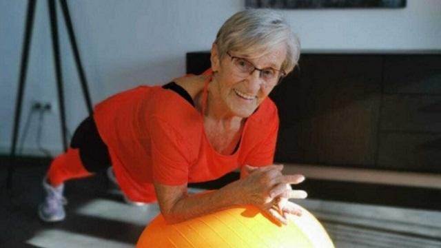 Как 81-летняя женщина стала фитнес-звездой и покорила Сеть