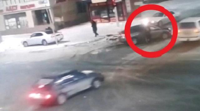 В столице очевидец ДТП украл телефон у пострадавшего водителя