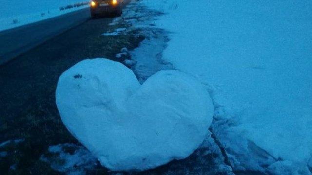 Сельчане встречают гостей снежным сердцем в Костанайской области