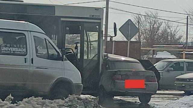 После ДТП с автобусом ребёнок попал в реанимацию в Костанае