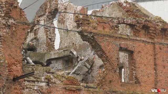 Часть памятника-музея обороны Сталинграда разрушил ветер