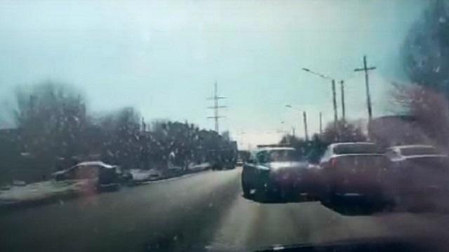 Видео: Полицейские Костаная взяли на таран пьяного угонщика