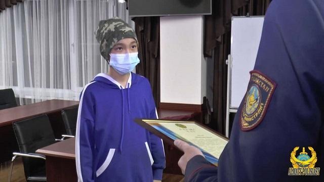 «Поощрен полицией»: 13-летний алматинец дал отпор грабителю