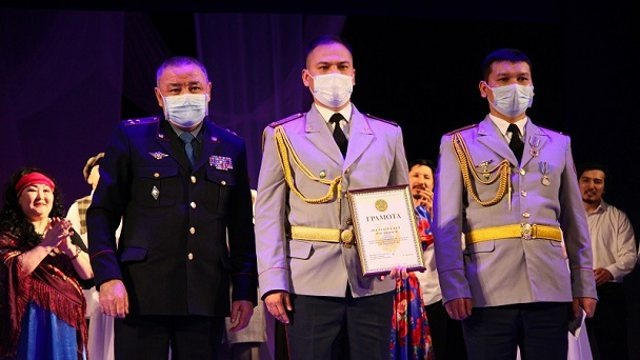Медалями и грамотами МВД наградили стражей порядка в Костанае