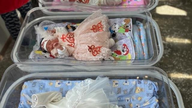 В ВКО новорожденных выписывают в национальной одежде