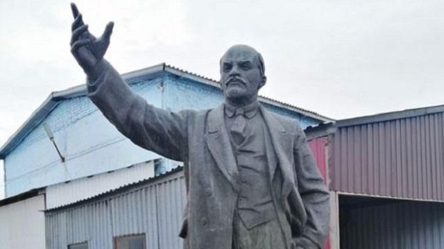 Памятник Ленину продают в Петропавловске за девять млн тенге