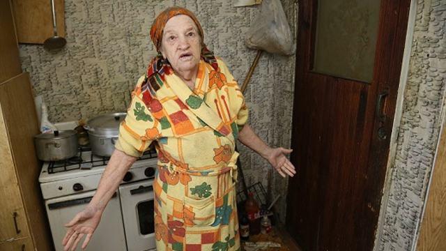 Пенсионерка 10 лет ждёт квартиру взамен аварийного жилья в Костанае