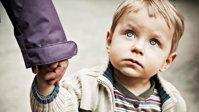 В детском саду после прогулки на площадке забыли ребенка