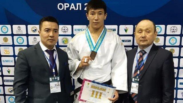 Батырхан Сакенов выиграл бронзу на Молодежных играх по дзюдо