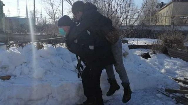 Спасатели Костаная помогли парализованному строителю