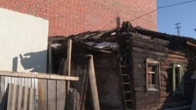 Казахстанец распилил дом и на своей половине построил гостиницу
