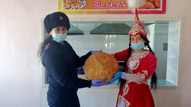 Супермегабаурсак приготовили в Казахстане