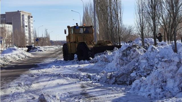 Последствия обильных снегопадов продолжают устранять в Рудном