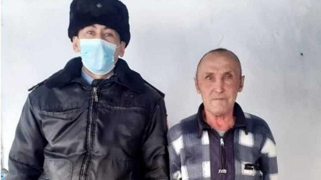 Полицейский Дамир Рыскалинов прописал у себя дома пенсионера