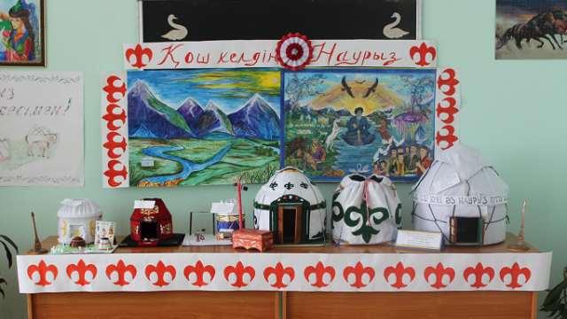 Самодельные юрты подарили воспитанникам детдома в Костанае