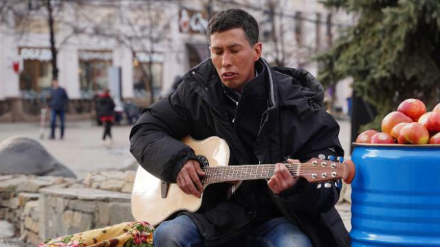 Шиномонтажник из «ТикТока» споёт в филармонии и на ТНТ